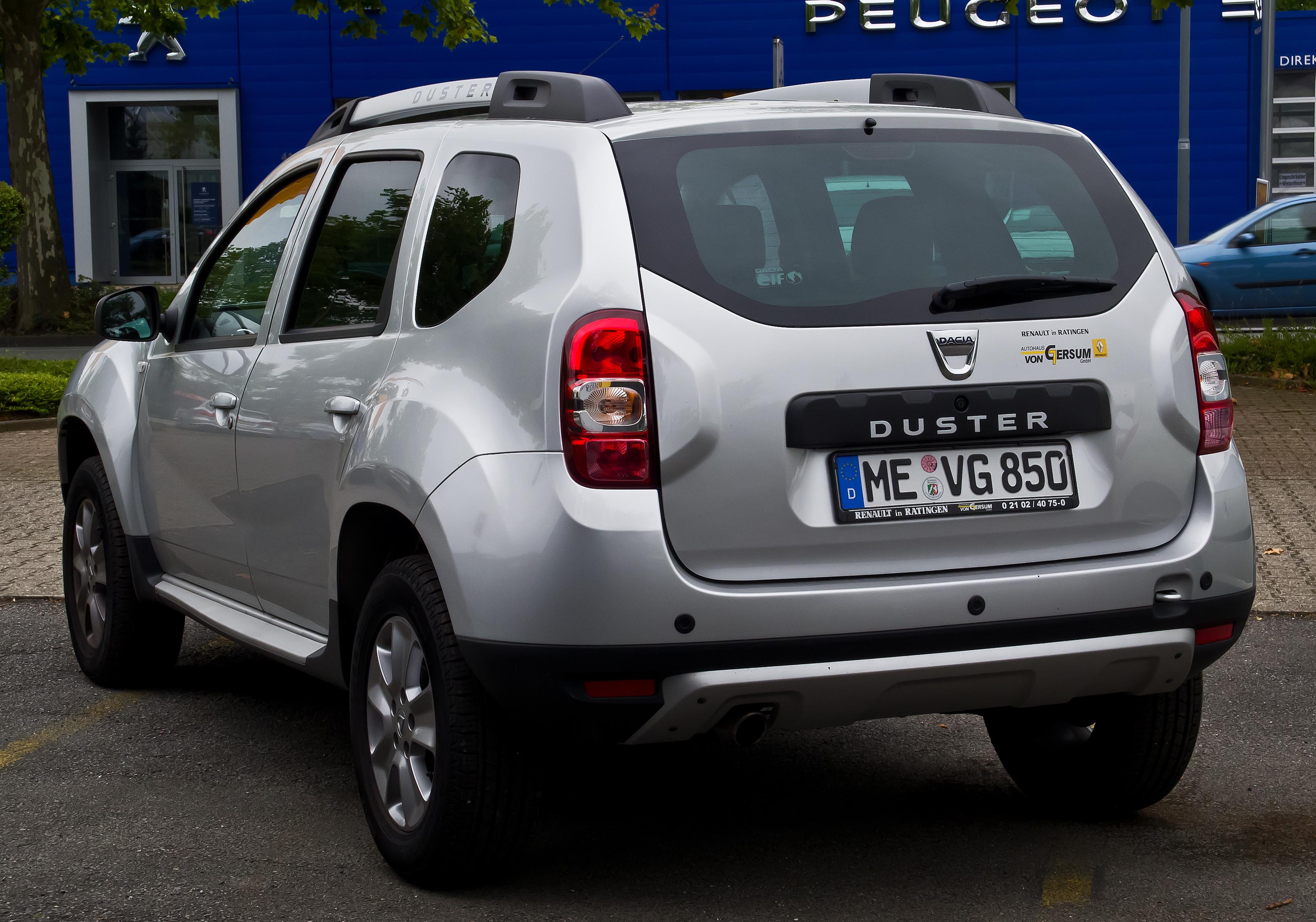Dacia_Duster_TCe_125_4x2_Prestige_(Facelift)_–_Heckansicht,_13._Juli_2014,_Ratingen